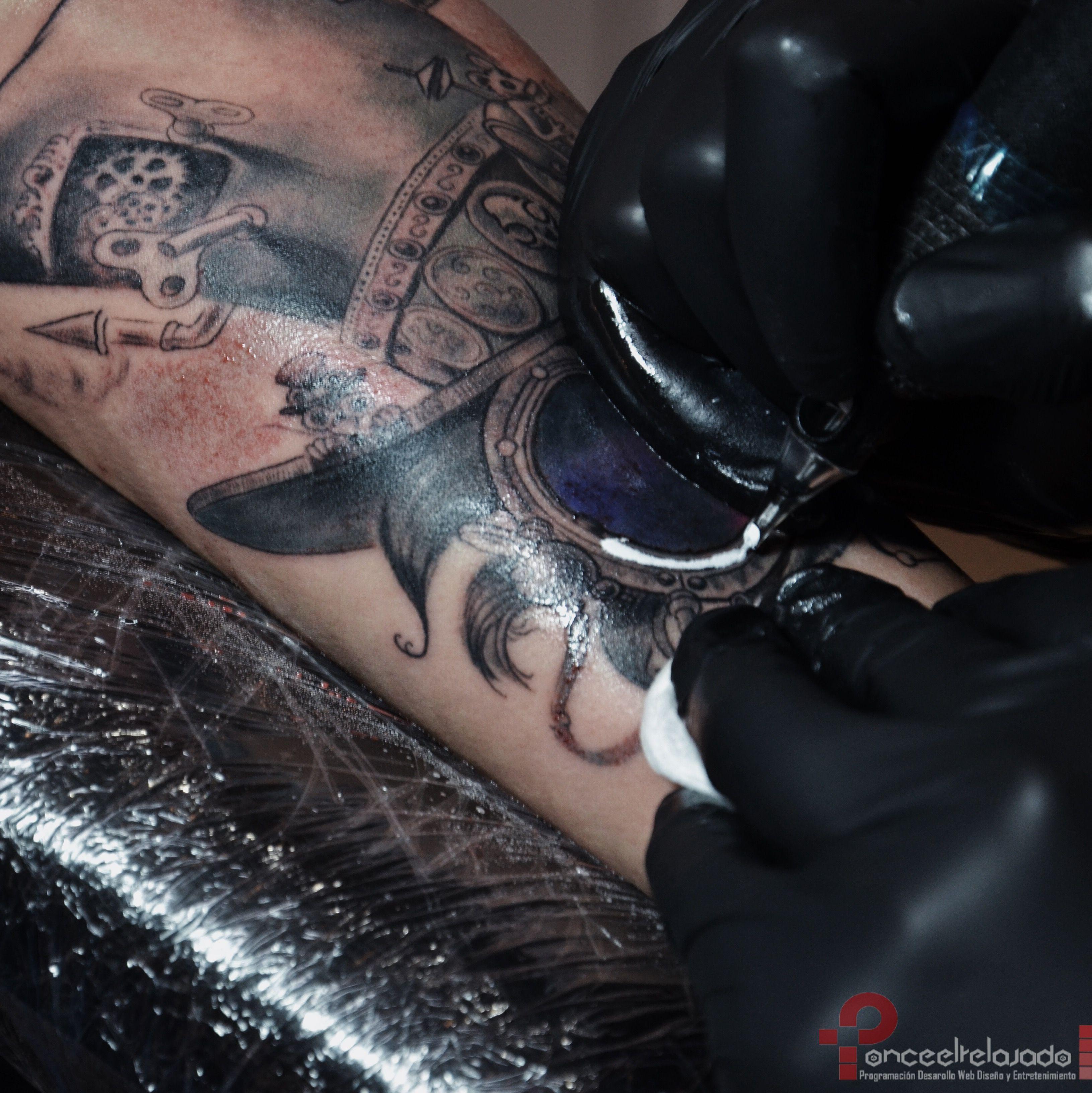 Manipulación de los materiales a la hora de tatuar
